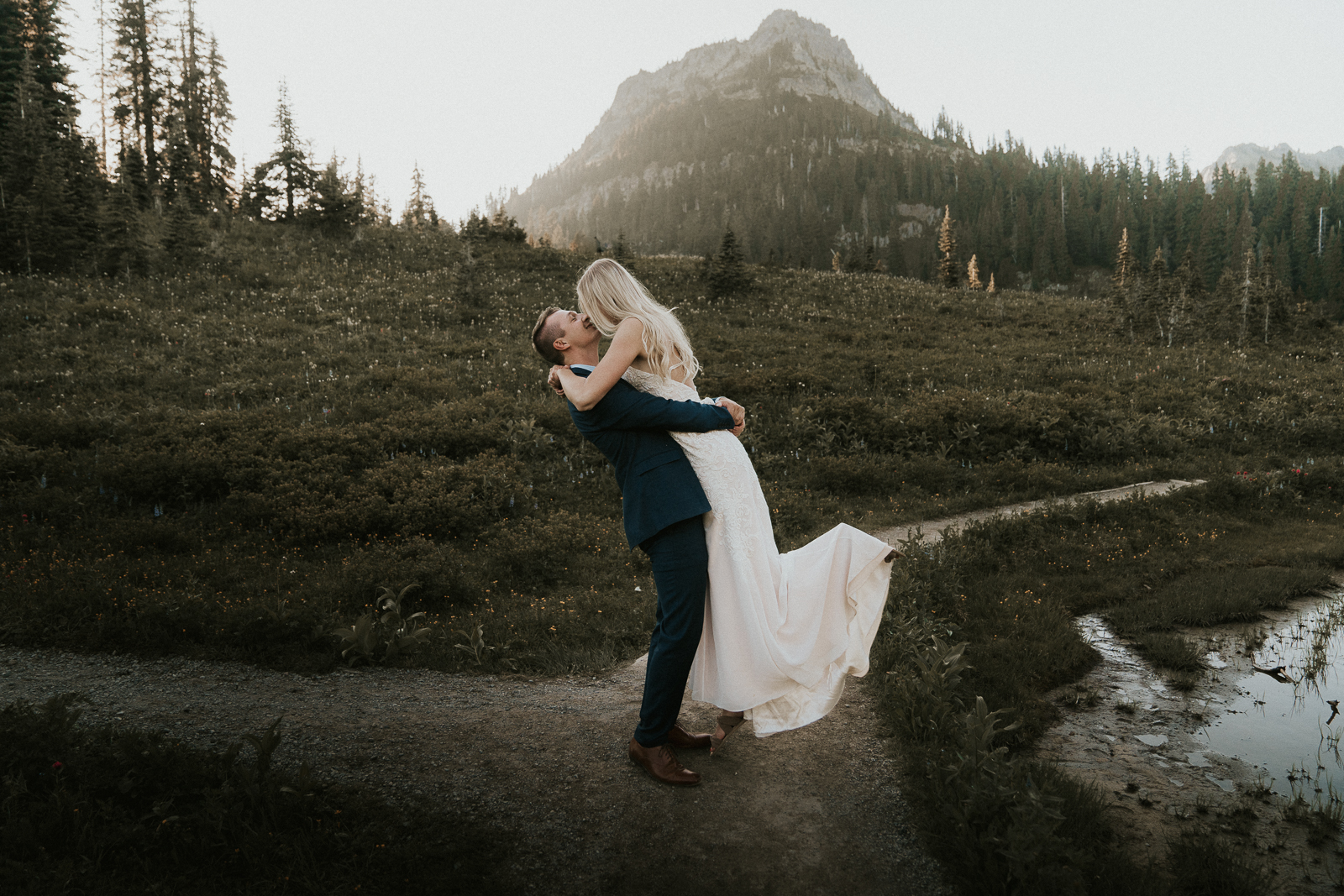 Sunset Elopement at Tipsoo Lake by Anna Tee Photography