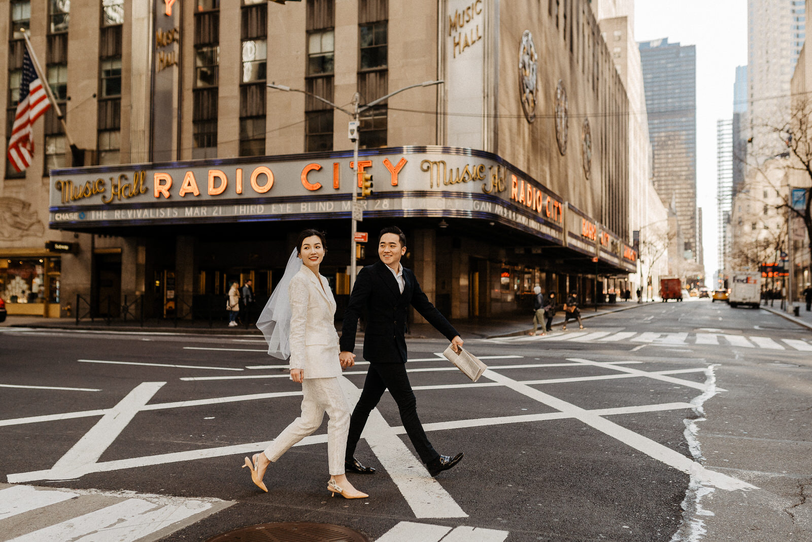 Stylish engagement shoot in New York by Through The Glass Paris